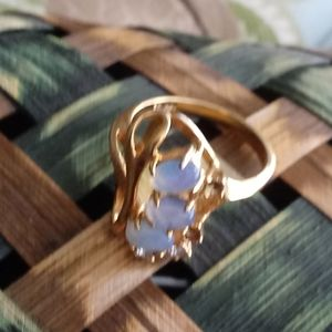Jewelry - Gold and purple stone ring